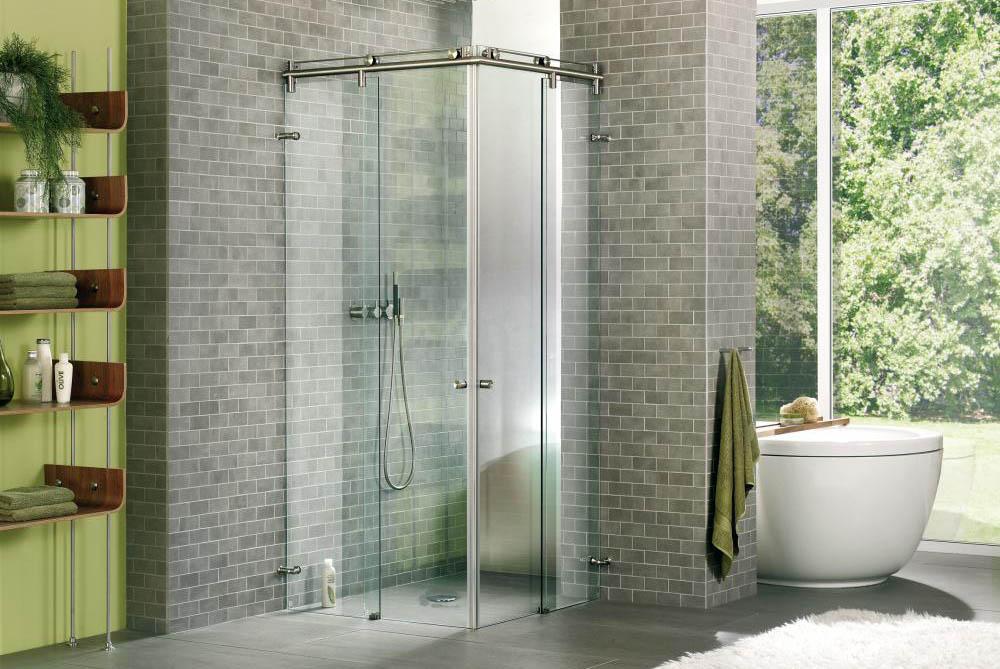 Eine intelligente Lösung bei kleineren Badezimmern? Eine Dusch-Schiebetür!